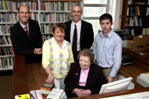 Former librarian, Kitty Downey who worked in the Castleisland branch from 1948 to 1993 returned to mark the closing of the library. With her on the occasion were from left: John Breen, KCC Head of Services; Lucy Kerins, librarian; Tommy O'Connor, county librarian and Eamon Browne, librarian. ©Photograph: John Reidy   13/08/2008