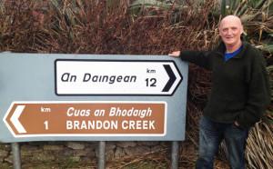 Bilingual Signposts and Diluted Translations - let's end the confusion - arsa Breanndán Ó Beaglaoich. Griangrafadóir: Cormac Ó Beaglaoich