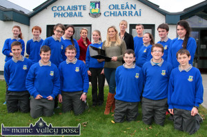 Multimedia instructor, Pia Thornton (centre) pictured with Castleisland Collunity College principal, Carmel Kelly (centre left) and deputy principal, Teresa Lonergan at the launch of the college Facebook page. Pupils include front from left: Pádraig O'Connell, Seán O'Connell, Diarmuid McCarthy, Dominic Prendiville, Brian O'Shea and Shane Fagan. Back from left: Denise Crowley, Niall Fagan,  Kevin Keane, Lisa Browne, Ms. Kelly, Saoirse Murphy, Ms. Thornton, Ms. Lonergan, James McAuliffe, Tara O'Shea and Neil Brosnan and Caitlin Nolan.   ©Photograph: john Reidy