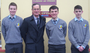Former Labour Party leader and Tánaiste, Dick Spring pictured during his visit to St. Patrick's Boys' Secondary School with, from left: David Lynch, Art O'Mahony, Lorcan Hickey - members of the Student council who invited Mr. Spring and Minister Jimmy Deenihan to talk to the students as part of Democracy Week.