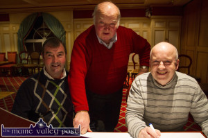 Donie Cremins (left) with John Skevena O'Sullivan and John O'Connell at the River Island Hotel weekly, Sunday night 31 session. ©Photograph: John Reidy