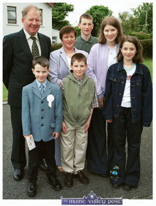 Private John O'Mahony pictured with his wife, Mary on the occasion of their son, Declan's First Holy Communion in Scartaglin in May 2001. Included are their other children: Denis, Jonathan, Bridget and Elaine. Photograph: John Reidy 19-5-2001