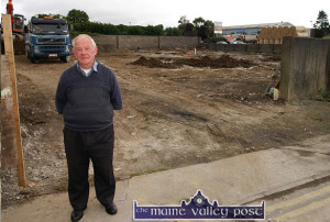 Creamery Lane resident, Jim Hartnett standing outside the site of the new apartments as work on the foundations gets under way in September 2005. ©Photograph: John Reidy 7-9-2005