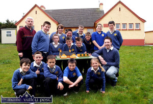 School model at Model school: Principal, Micheal Herlihy (left) and artist, Karl O'Connor pictured with pupils at Loughfuder National School, Knocknagoshel and the model of the school they made with the help of the Kerry County Council Artist in Schools Programme. Included are, front row: Ashley Dark, Chris McCrohan, DJ Roche, Christy Barrett and Amy Browne. Second row: Michelle Reidy, David O'Donoghue, Gearóid Kelly and Karl O'Connor. Back row: Micheál Herlihy, Daniel Cotter, Bridget Roche, Willie Poff, Joe Dark, Donagh Curtin, Bradley Laws and Micheál Shine.  Photo by John Reidy  13/05/2009