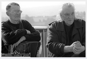 Johnny O'Leary pictured here with Con Houlihan in Scartaglin in September during the filming of the True Lives documentary on Con. ©Photograph: John Reidy 19-9-2002