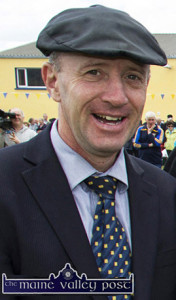 Michael Healy Rae, TD looking to chart his way to the 32nd Dáil with an election 2016 song. ©Photograph: John Reidy