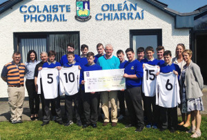 Pictured during the presentation of the €350 cheque are front row: Lee O' Connor, Brian Daly, Ben Cooney, Eddie Sheehy, Reece Nelligan, Paraic O' Connor, Conor O' Sullivan and Principal Carmel Kelly.  Back row: Justin Bennett and Ann Marie Healy, teachers; Josh Horan, DJ Fealey, Michael Mullins, Dylan O' Connor, Sean O' Connell, Adam Langford and Deputy Principal Teresa Landers.