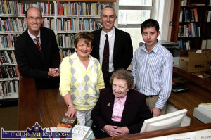 Former librarian, Kitty Downey RIP who worked in the Castleisland branch from 1948 to 1993 returned to mark the closing of the old library in 2008. With her on the occasion were from left: John Breen, KCC Head of Services; Lucy Kerins, librarian; Tommy O'Connor, county librarian and Eamon Browne, librarian. ©Photograph: John Reidy 13-8-2008