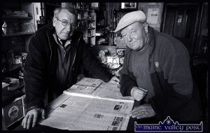 West Midlanders Meeting: The late Paul Malpass, Stourbridge, Worcestershire (right) with the Birmingham born Paul Reese in Sheila Prendiville's Bar and Grocery. ©Photograph: John Reidy  23-5-2006