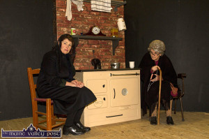 The replica range made by the late Michael Finnegan with Spike Players' Mairead Brosnan (left) and Josephine Roche at rehearsals for Jack Furey at Knocknagoshel Community Centre last year. ©Photograph: John Reidy 13-10-2015