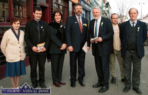 The late Lilian Bonn-Hanafin pictured with Sinn Féin President, Gerry Adams  and North Kerry Dáil candidate Martin Ferris on the 2002 General Election campaign trail in Castleisland. Included are:  Catherine Bonn, Ballymacelligott; Cathal Foley, Tralee; D.C. O'Connor, Cordal and Brendie Bonn, Ballymacelligott.  ©Photograph: John Reidy 21-3-2002